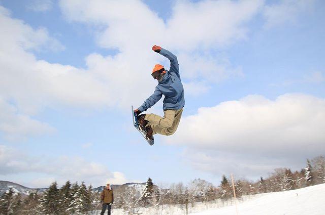 おはよーございまーす!7月8日(日)Openしてますよ〜・・今日は天気が良いので店の隣の藪の草刈りを。ハサミを入れた瞬間ヤブ蚊に襲撃されました。めちゃくそかゆい、、、。・・そんなこんなですが今日もお待ちしてまーす!・#colorsnowboardshop #colorgang #ヨコノリスタ #イロヲ出セ #snowboardshop #宇都宮 #snowboard