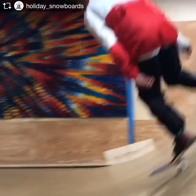 おはよーございます!11月13日(火)おーぷん♫.RIDERハルの動画がHOLIDAY @holiday_snowboardsのインスタにアップされてましたよー!!.ハル @haruka.konumaはスノーもスケートも動きが軽いんです。.要チェックライダーですよー!.今日もお待ちしてまーす!.#colorsnowboardshop #colorgang #ヨコノリスタ #イロヲ出セ #snowboardshop #宇都宮 #カラースノーボードショップ