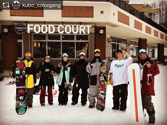おはよーございまーす!12月14日(金)おーぷんしましたよ〜!.わたくしも一足お先にシーズンインいたしました〜!.やっぱりねスノーボードはね楽しいんです.今週末は.初滑りセッション@グランデコ.いやー楽しみすぎて困ってます!笑.みんなよろしくお願いしやーーす!.今日もお待ちしてまーす!.#colorsnowboardshop #colorgang #ヨコノリスタ #イロヲ出セ #snowboardshop #宇都宮 #カラースノーボードショップ #スノーボード#初滑りセッション #グランデコ.Repost from @kubo_colorgang @TopRankRepost #TopRankRepost 2018.12.12シーズンイングランデコいやぁ〜楽しすぎた!次は日曜グランデコよろしくオナシャース!.@holiday_snowboards@colorsnowboardshop.#colorgang #ヨコノリスタ #イロヲ出セ #グランデコ