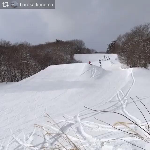 おはよーございまーす!1月22日(火)やってますよ〜!.RIDERハル @haruka.konuma@holiday_snowboards.山でBW1080初メイク!!乗ってるね〜!おめでとう〜!この調子で頑張ってね〜!.アルツのパークが楽しいということで明日はアルツに行こうと思います〜!お会いした方よろしくどーぞ!.明日は定休日♫お間違えなく〜!.来期モデルウエアーのカタログや写真揃ってますよ〜!ご検討中の方、遊びきてくださいね〜!.今日もお待ちしてまーす!.#colorsnowboardshop #colorgang #ヨコノリスタ #イロヲ出セ #snowboardshop #宇都宮 #カラースノーボードショップ #スノーボード #アルツ磐梯 #bw1080 #キッカー