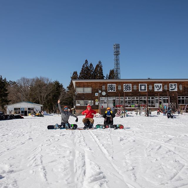 おはよーございます!6月2日(日)オープンしてますよ〜!.『ここの店員ガラ悪いんだよ〜』.?.学生さんドア全開でっせ〜。笑.そんなCOLORの1日の始まり始まり〜!笑.今日も宇都宮は平和です。笑.今日もお待ちしてまーーーす!.#colorsnowboardshop #colorgang #ヨコノリスタ #イロヲ出セ #snowboardshop #宇都宮 #カラースノーボードショップ #スノーボード #学生さん #通りすがり