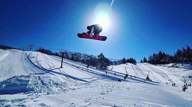 おはよーございます!9月17日(火)やってましたよーよー!.入荷もボチボチ始まってまーす!ボチボチゆっくりと冬の準備していきましょ️.明日から定休日です!ご注意下さいませー!.今日もあざっした!休み明けもお待ちしてまーす!.#colorsnowboardshop #colorgang #ヨコノリスタ #イロヲ出セ #snowboardshop #宇都宮 #カラースノーボードショップ #スノーボード #アイドル来店