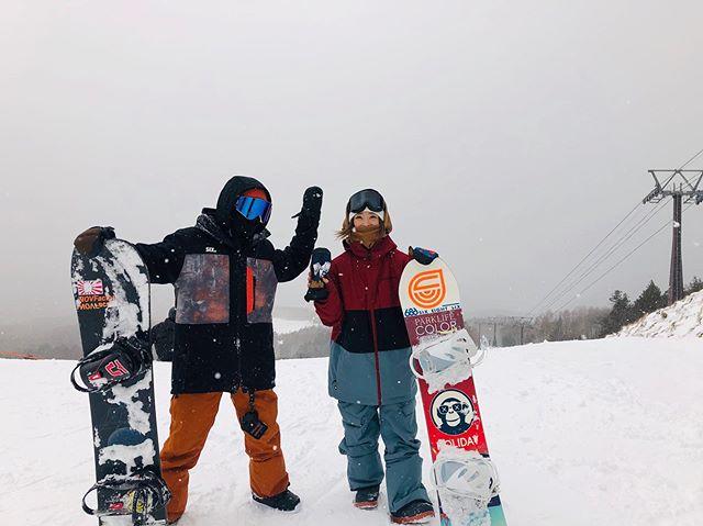 12月5日(木)やってまーすよー!.街は晴れ︎山は雪️.RIDERミューティーもシーズンイン!.やっぱり山の写真はいーですね!テンションあがります.明日は自分も仕事って程でハンターマウンテン行ってきます!.スキマ時間で滑る気まんまんです!笑.1人で行くんで、お会いしたら一緒に滑りましょー!.楽しみッス!.今日もお待ちしてまーース!.#colorsnowboardshop #colorgang #ヨコノリスタ #イロヲ出セ #snowboardshop #宇都宮 #カラースノーボードショップ #スノーボード #シーズンイン #ハンターマウンテン