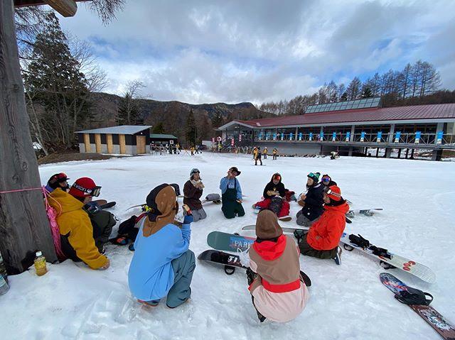 12月19日(木)Open♫.雪がなかなか降りませんが滑れるとこは滑れます。.道中くっちゃべって滑って騒いで帰り飯食って最高の1日.みんなで遊びましょ〜!enjoy♫.今日もお待ちしてまーす!.#colorsnowboardshop #colorgang #ヨコノリスタ #イロヲ出セ #snowboardshop #宇都宮 #カラースノーボードショップ #スノーボード