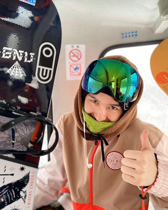 12月28日(土)やってまーす!.さすが週末人の波が止まりません。まだまだお待ちしておりますよ!.年内の営業は明日の19:30までとなります。余裕を持ってお越しくださいませ!休みは滑りまくりまーーーす!.今日もお待ちしてまーす!!.#colorsnowboardshop #colorgang #ヨコノリスタ #イロヲ出セ #snowboardshop #宇都宮 #カラースノーボードショップ #スノーボード
