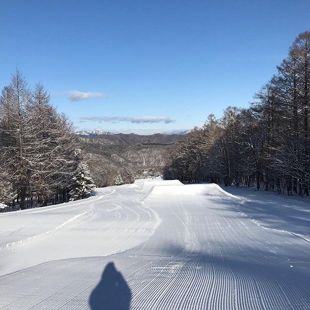 1月14日(火)19:30 Open.新雪からのピーカン圧雪バーン。はい、最高です。.太陽のパワーは偉大ですね.ハンタマパーク調子良いですよ〜!サーフライドな感じで誰でも楽しめます!是非行ってみてください♫.本日19:30 Openになります。.今日もお待ちしてます♫,#colorsnowboardshop #colorgang #ヨコノリスタ #イロヲ出セ #snowboardshop #宇都宮 #カラースノーボードショップ #スノーボード #ハンターマウンテン塩原