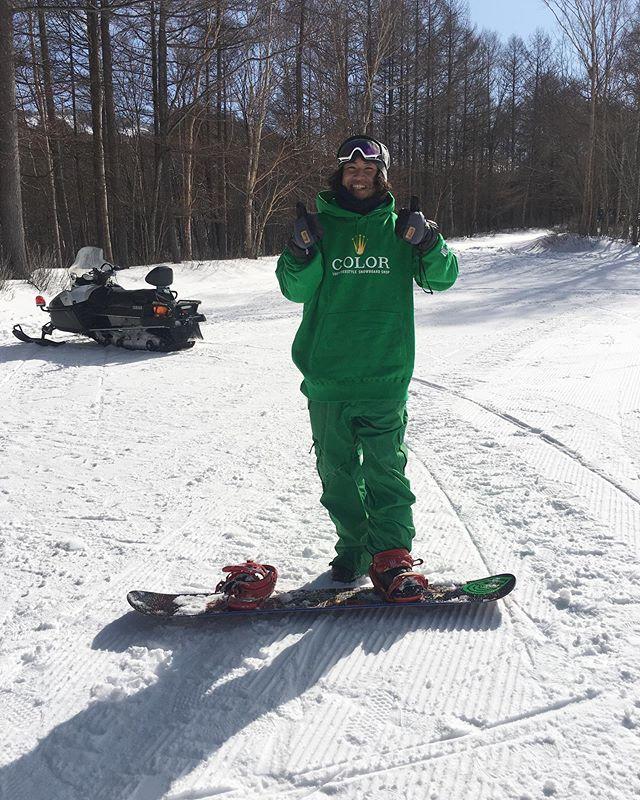 2月4日(火)やっとりまーす!.冷え込んできましたね〜!パウダー滑りたいっすね〜!いや滑りましょう☃️.今日もお待ちしてまーす♫.#colorsnowboardshop #colorgang #ヨコノリスタ #イロヲ出セ #snowboardshop #宇都宮 #カラースノーボードショップ #スノーボード #みどり