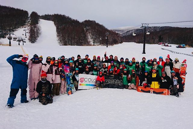 おはよーございまーす!12月16日(日).COLORGANG初滑りセッション@グランデコ.うんただただ最高デシタ!!!.めちゃめちゃ楽しかったッス!!!.みんなありがとうございました1週間ズレちゃって、来れなかったみんなすいませんでした.今シーズンもヨロシクお願いシマス!!!!.NICE SESSION!!!!.おつかれっしたー!!.#colorsnowboardshop #colorgang #ヨコノリスタ #イロヲ出セ #snowboardshop #宇都宮 #カラースノーボードショップ #スノーボード #初滑りセッション #グランデコ