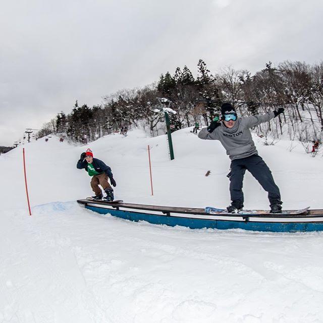 おはよーございまーす!3月12日(火)やってますよー♫.宇都宮あったかいです〜!今年も雪不足で騒がれていますが、各スキー場のスタッフも頑張ってくれているお陰で、雪はないなりに楽しめますね〜!感謝しかないです.春は天気がいい日も増えてきます♫.皆さん、撮影してますか?.今年もCOLORGANG FILMの映像、募集してますよ〜!.いい映像残して、COLORGANG FILMに出演してみませんか?.RIDERじゃなくてもいい映像いっぱい残せばパートも取れるチャンス!!!!.ご応募お待ちしてます.3月は自分もてんやわんやしてるんで4月以降お店でデータお預かりします!!.明日は定休日♫おまちがえなーくー!.今日もお待ちしてまーす!!.#colorsnowboardshop #colorgang #ヨコノリスタ #イロヲ出セ #snowboardshop #宇都宮 #カラースノーボードショップ #スノーボード #トレイン #ボックス #colorgangfilm