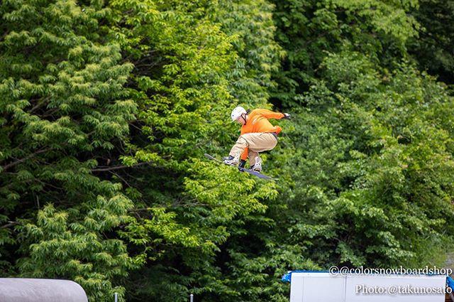 おはよーございます!7月13日(土)オープンですよー!.世間は今日から3連休みたいです!.皆さん、遊びのついでにでも寄ってくださいね♫.今日もお待ちしてまーす!.#colorsnowboardshop #colorgang #ヨコノリスタ #イロヲ出セ #snowboardshop #宇都宮 #カラースノーボードショップ #スノーボード #オフトレ #ジャンプ