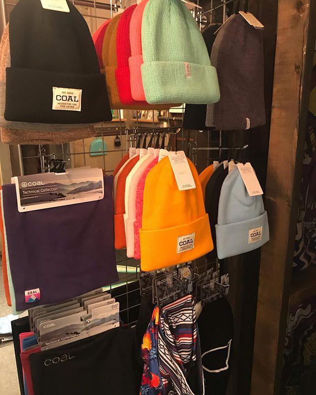 9月27日(金)おはよーございまーす。15:00オープンしてます!.COAL入荷しましたよー!!!!ビーニー 、フェイスマスク、バラクラバなどなど。イロんなイロありますよー!.お待ちしてまーす!!!.#colorsnowboardshop #colorgang #ヨコノリスタ #イロヲ出セ #snowboardshop #宇都宮 #カラースノーボードショップ #スノーボード #入荷情報 #coal
