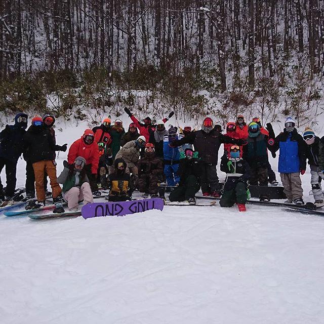 どーも自称バイトです遅くなりましたが新年明けましておめでとうございます️ 休み中はかぐらスキー場 ハンターマウンテン たかつえ 滑ってました雪不足でなかなかテンション上げにくいと思いますがようやく南会津のスキー場もオープンしたのでCOLORgangらしく賑やかに滑っちゃいましょう今年も自称バイトを宜しくお願いします(笑)#colorsnowboardshop #colorgang #ヨコノリスタ #イロヲ出セ #南郷スキー場 #だいくらスキー場 #たかつえスキー場 #ハンターマウンテン塩原