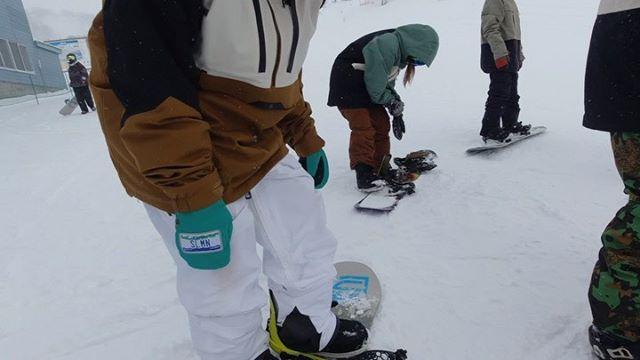 1月9日(木)やってますよー!.ONEDAY苗場.RIDERはんぴーが昔篭っていた苗場スキー場。はんぴーアテンドでパウダーセッションしてきたみたいです!.仕事の早いりょーじが早速、編集してくれました!.楽しそう.狙えばいーとこあるってことですね♫.天気を見てスキー場選ぶ。スノーボーダーの楽しみの1つ.今日もお待ちしてまーす!.#colorsnowboardshop #colorgang #ヨコノリスタ #イロヲ出セ #snowboardshop #宇都宮 #カラースノーボードショップ #スノーボード #苗場スキー場 #リョージtheムービー